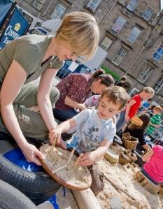Edinburgh_Playday_369x475