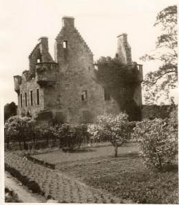 granton-castle-walled-garden-19201